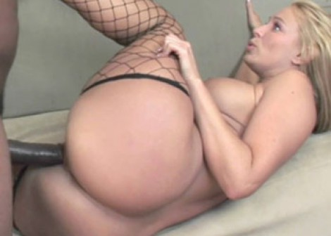 Slutty Mellanie gets her pussy pounded