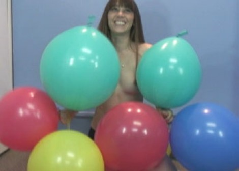 Sammi gets silly with balloons